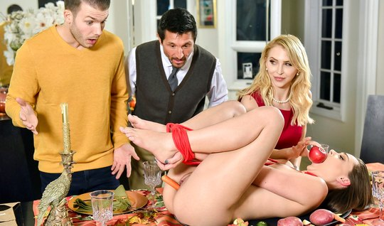 Аликс Линкс и Коди Стил любят развратную групповуху с мужьями за общим столом