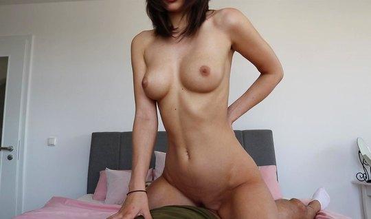 Девушка в позе раком согласилась на съемку русского домашнего порно