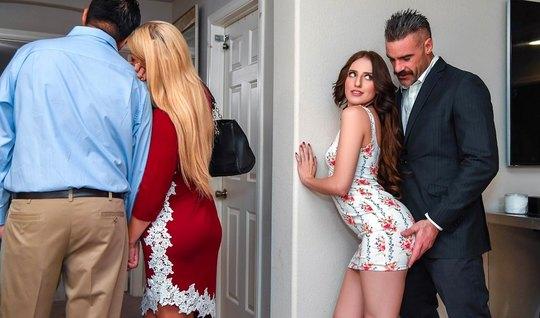 Молодая брюнетка соблазнила друга отца на горячий секс в гостиной