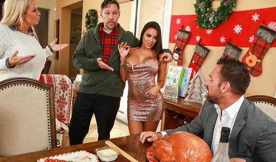 Гламурная из Brazzers любит изменять мужу с его мускулистым приятелем с работы