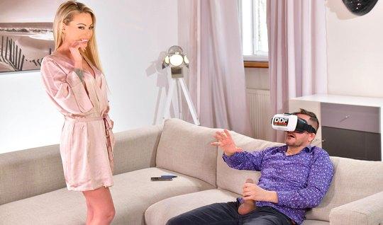 Красавчик в очках виртуальной реальности устроил с блондинкой в тату крутой секс...