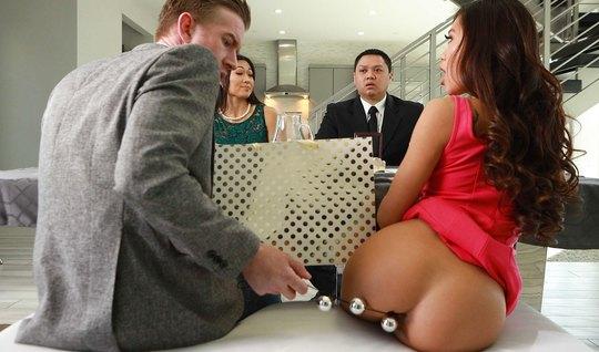 Азиатка после мастурбации секс игрушками впускает большой член в разработанную попку