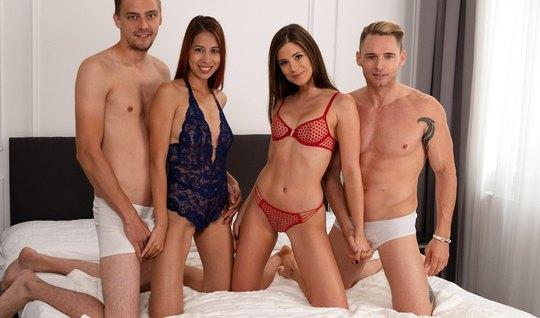 Две пары свингеров на одной кровати устроили съемку группового секса с оргазмом