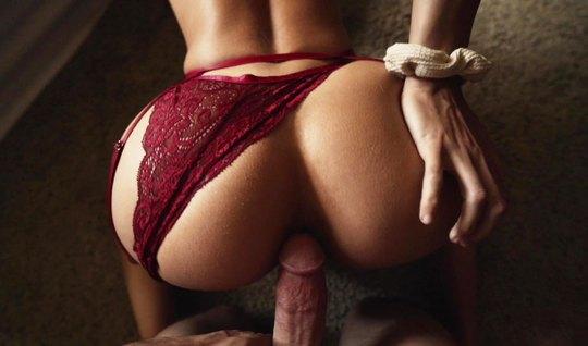Девушка брюнетка с большой попкой в красивом белье не отказалась от домашнего порно