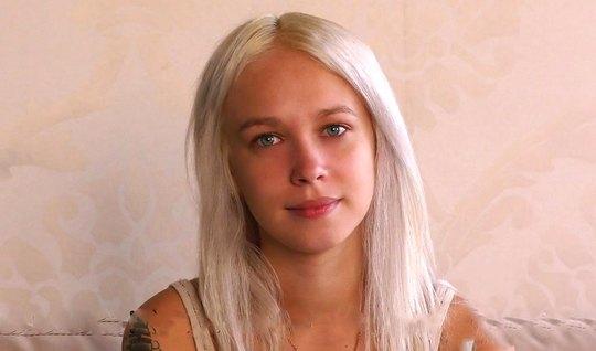Русская блондинка пришла на кастинг и раздвигает ноги для секса с Вудманом
