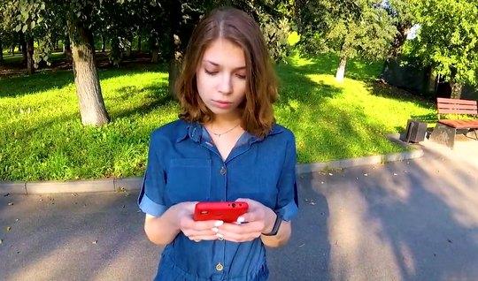 Русская худая девушка повелась на пикап и на съемку домашнего порева