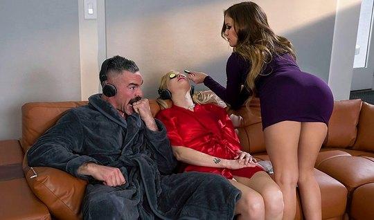 Пока молодая жена спит, ее муж изменяет красотке с Меган Рэйн